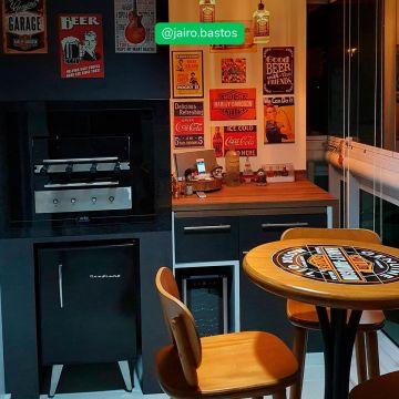 Mesa área gourmet alta redonda com 4 lugares Harley Davidson Genuine - Empório Tambo