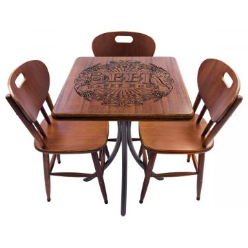 Mesa com cadeiras de madeira Beer Happy Hour - Empório Tambo