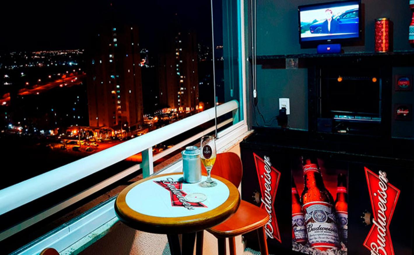 Transforme a varanda do seu apartamento em um barzinho