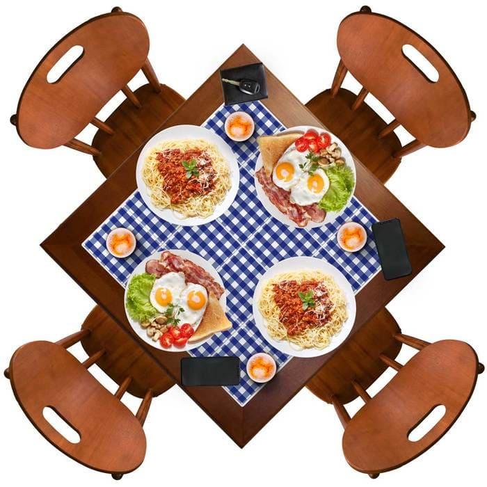 mesa italiana com azulejo xadrez