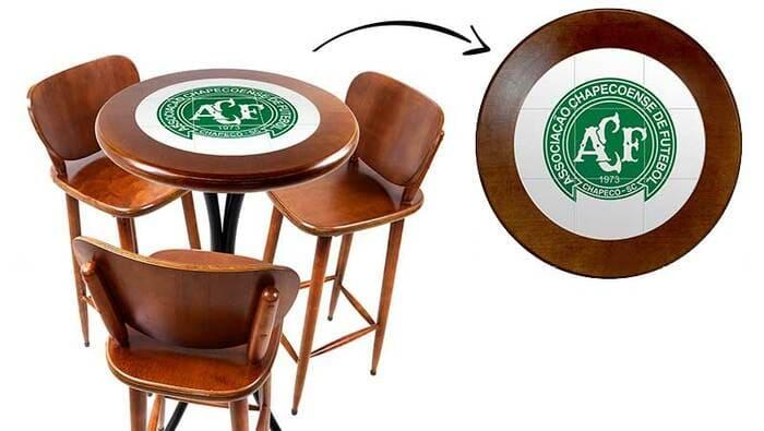 Jogo de mesa com azulejo da chapecoense com banquetas
