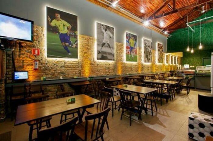 Imagens de jogadores de futebol na parede