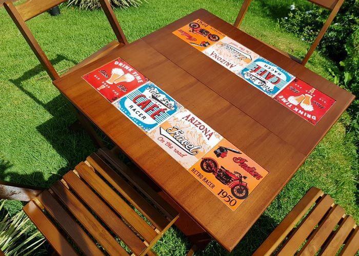 Mesa de madeira dobrável com azulejo