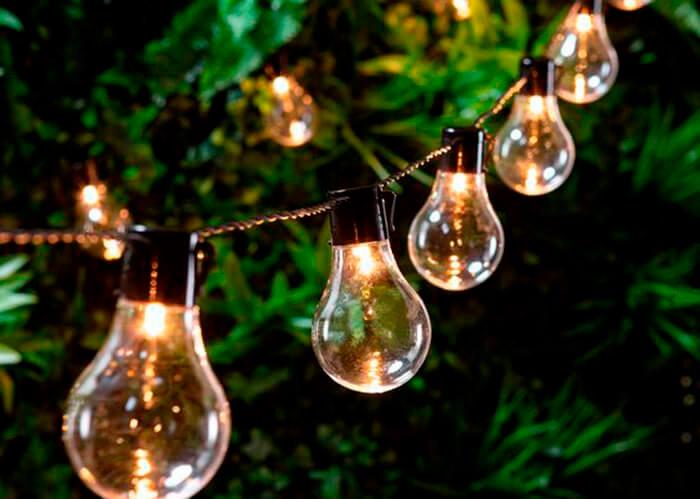 Cordão de lâmpadas formato bulbo