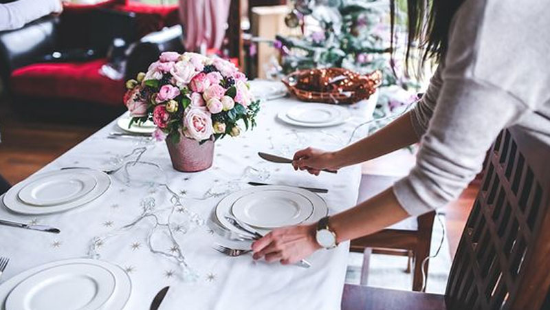 Passo a passo de como decorar a mesa de jantar | Fotos