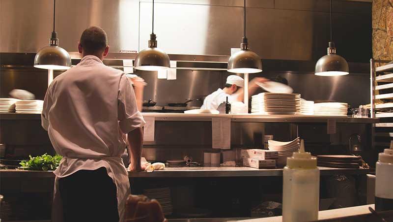 11 dicas práticas de como cortar gastos em um restaurante sem perder a qualidade