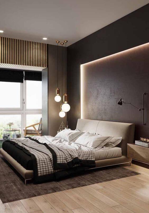 Quarto com parede escura e vários tipos de luzes