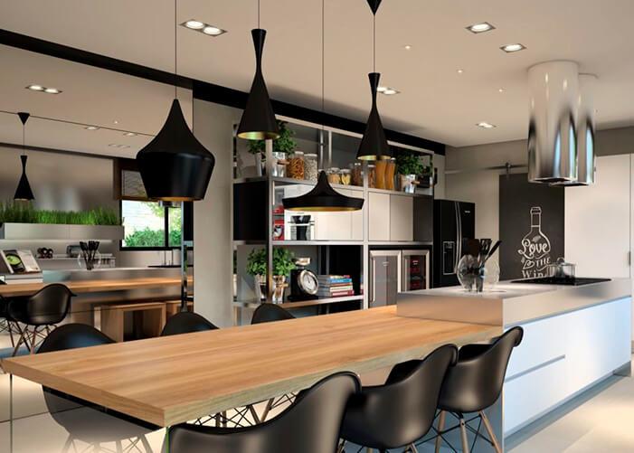 Espaço gourmet com mesa acoplada na bancada, cadeiras pretas, e pendentes em cima da mesa