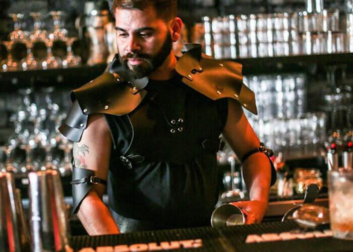 bartender fantasiado de personagem de Game Of Thrones