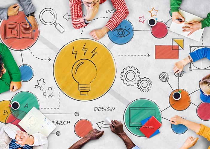 Foto de cima com diagrama criativo e colorido cheio de ideias