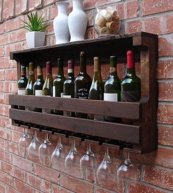 Adega de parede feito de madeira