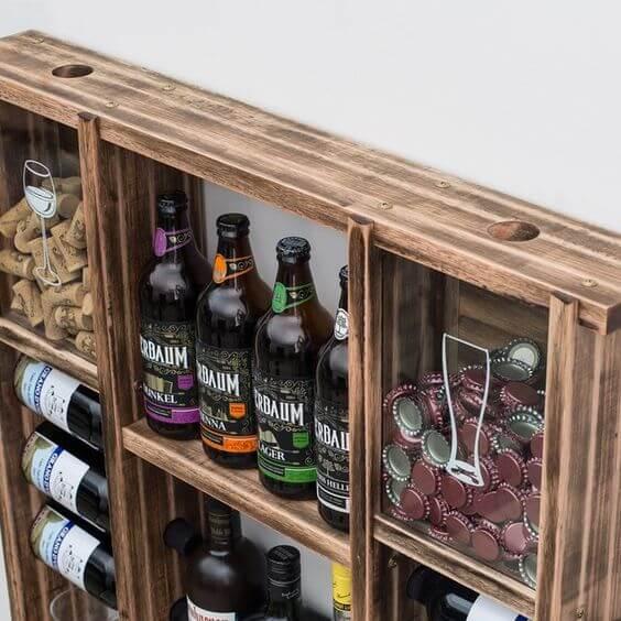 armário de parede com lugar para bebidas e tampas