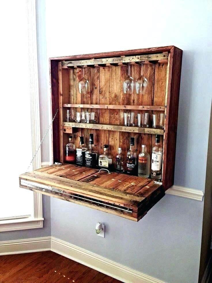 armário pendurado com portinha em madeira