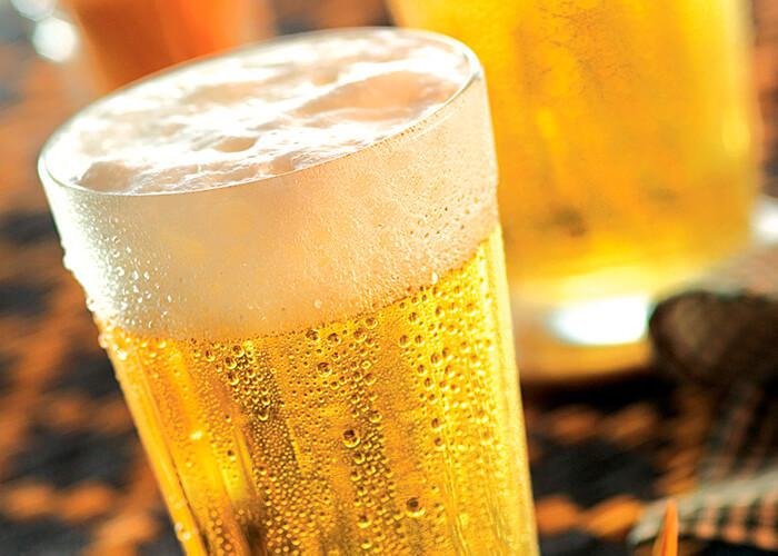 copo americano cheio de cerveja