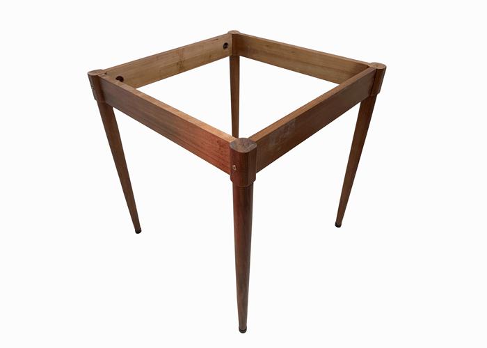 base da mesa de madeira modelo boteco