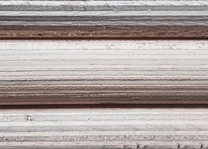 detalhe das chapas de madeira multilaminadas