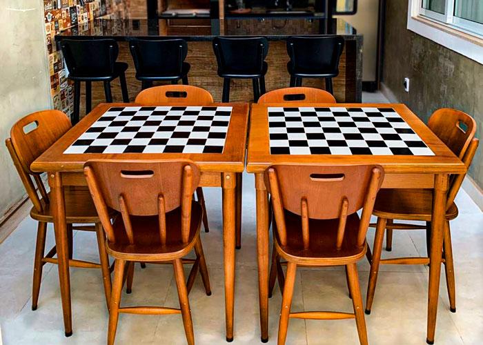 duas-mesas-quadradas-com-6-cadeiras